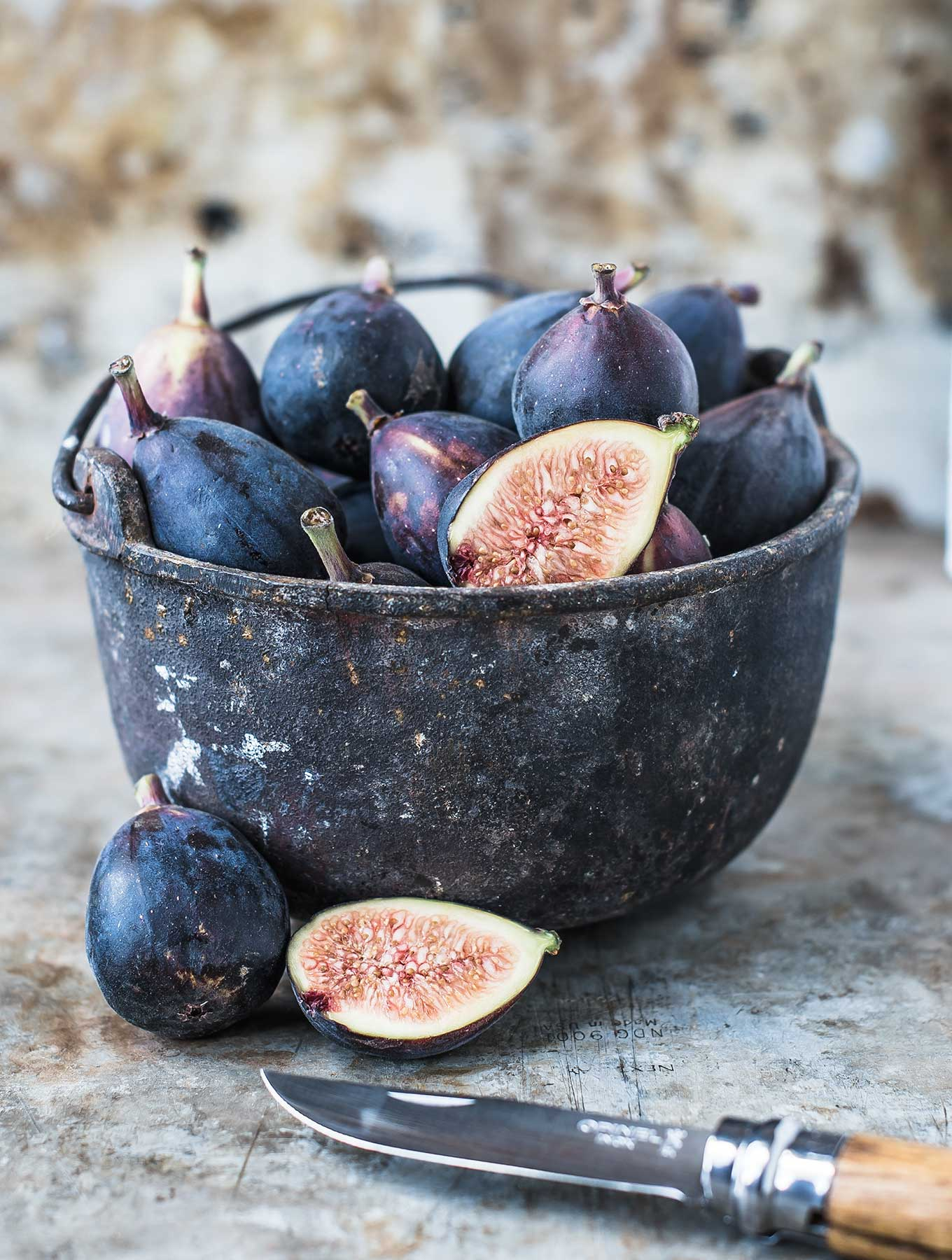 Bowl of fresh mission figs
