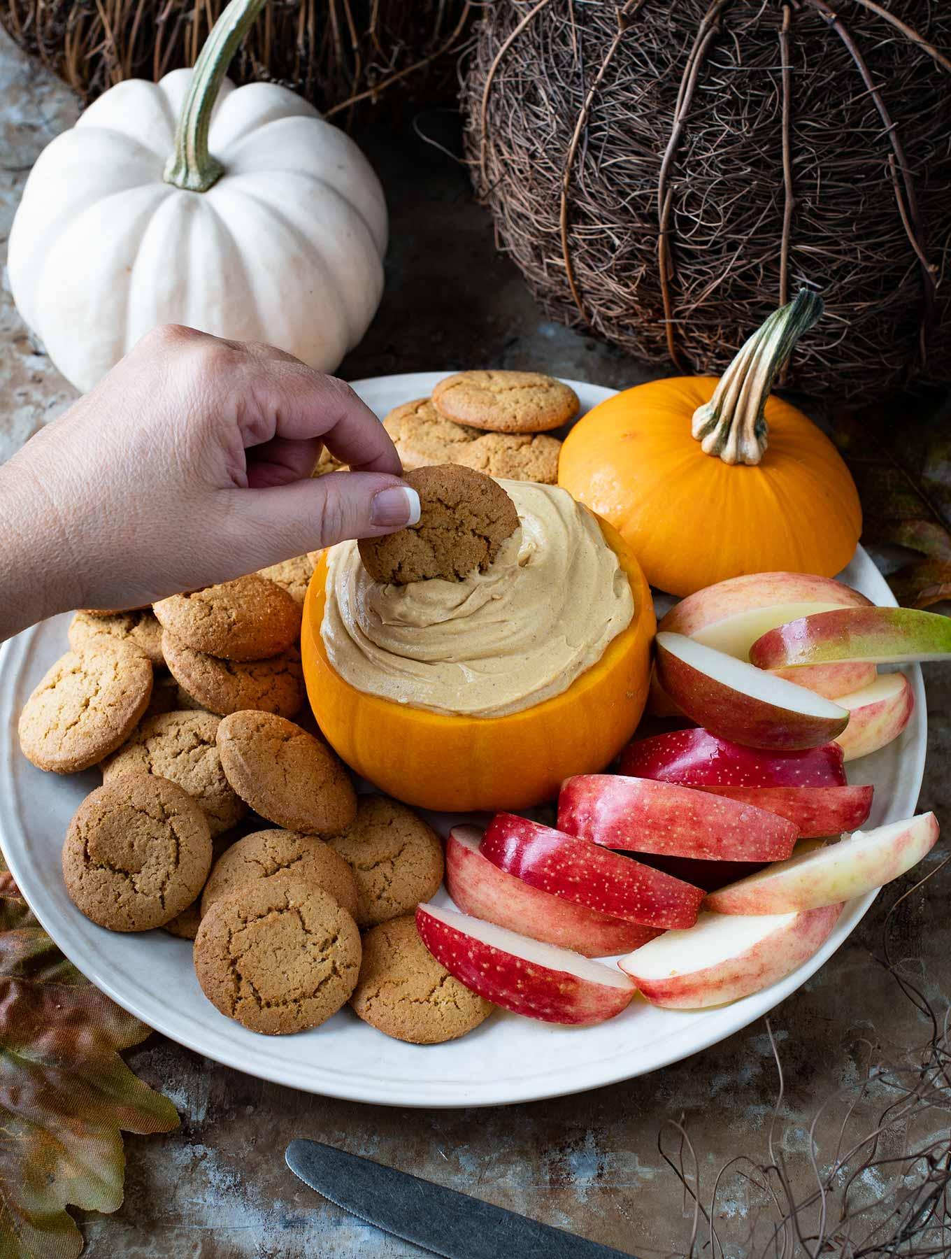 pumpkin cream cheese dip with apples