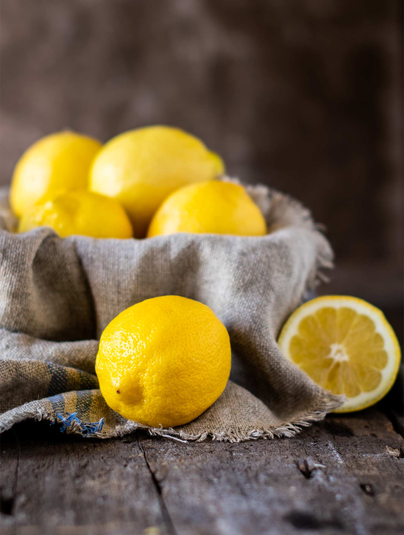 Bowl of fresh lemons